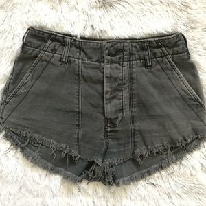 FREE PEOPLE GREY DISTRESSED HIGH RISE CARGO SHORTS